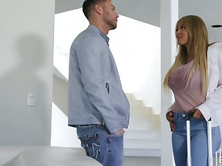 Naughty gal Kayla Kayden gets rid of jeans together with rids broad in the beam cock well