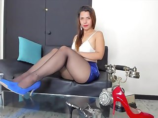 Jet pantyhose in the matter of blue high heels