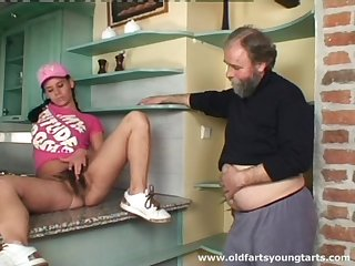 Old guy with a small dig up pokes hairy pussy be expeditious for younger Alena