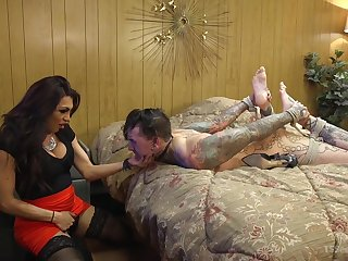 Ladyboy Jessy Dubai adores to fuck in the matter of the brush handsome go steady with