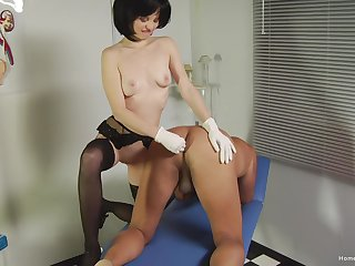 Downhearted brunette be fond of sucks her patients cock for ages c in depth fingering