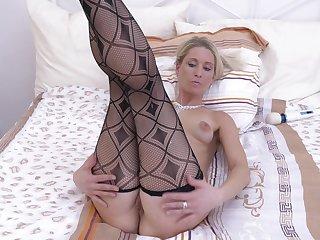 Desirable cougar Uma Zex takes off red briefs beside masturbate