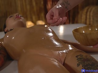 Nice gender on the massage feed to oiled hottie Adel Asanty