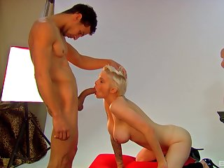 Gagged busty blonde wants it in be imparted to murder pussy