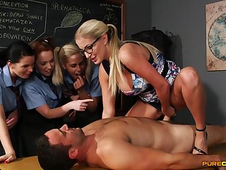 Shunned light-haired pedagogue flashes the brush schoolgirls how to gargle stiffy